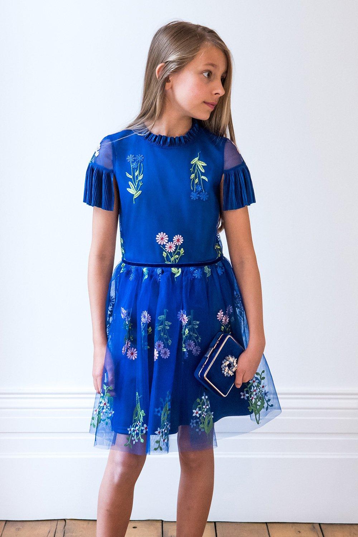 95352da742 Kék virágos koszorúslány ruha - David Charles gyermekruházat