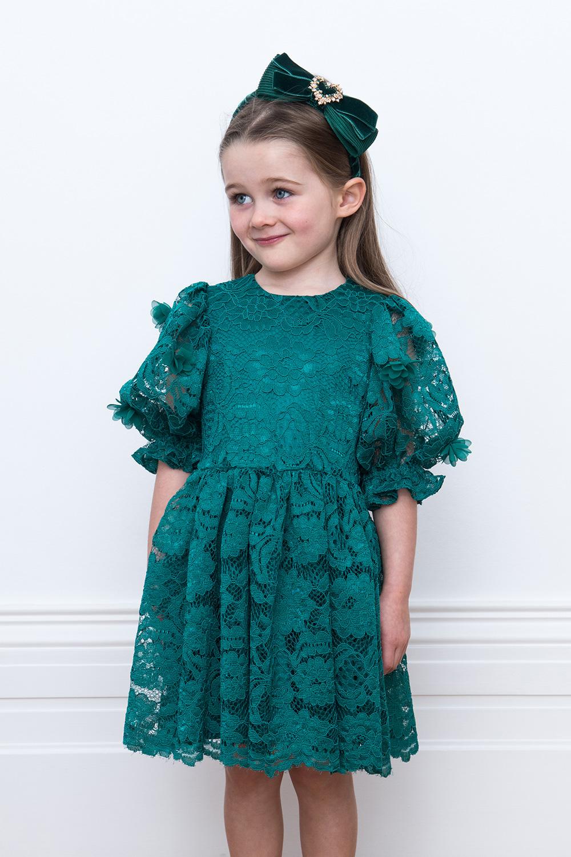 90315467df8f Smaragdově zelené krajkové šaty - David Charles dětské oblečení